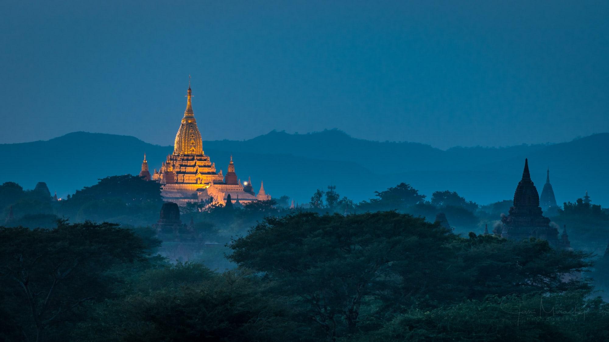 Pagoda in Bagan at night