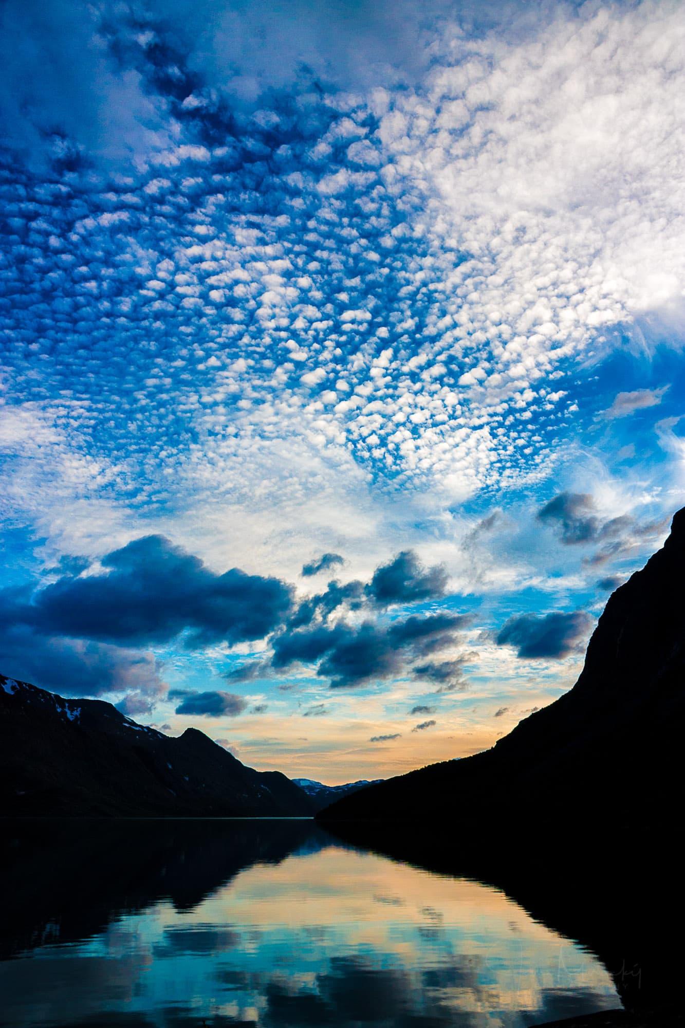 Gjende lake at sunset